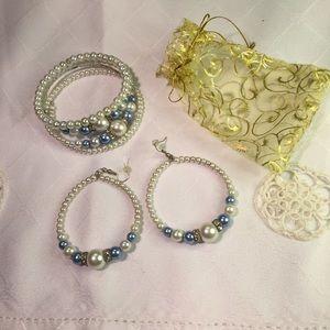 WHITE/ BLUE GLASS PEARLS BRACELET /LOOP EARRINGS